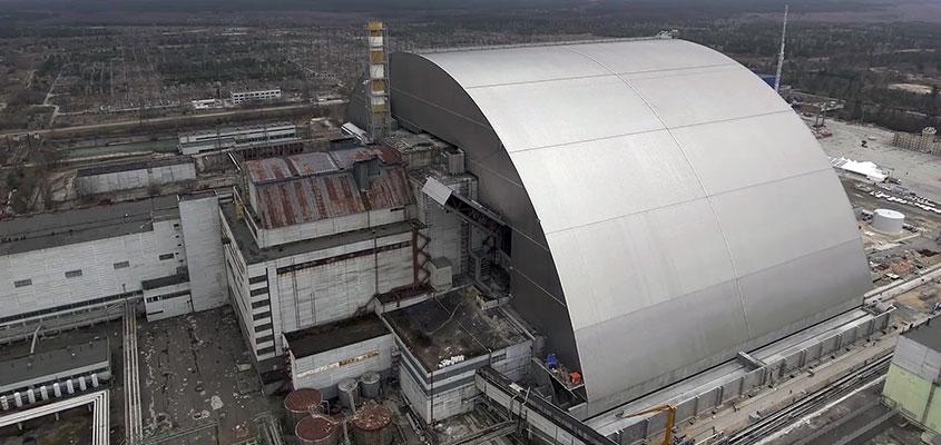 L'arche de confinement à Tchernobyl et les robots